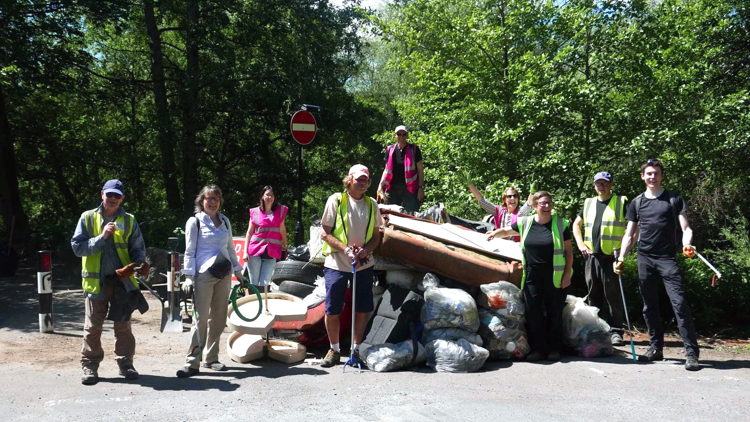 Volunteers clean up River Don grot spot on Club Mill Road